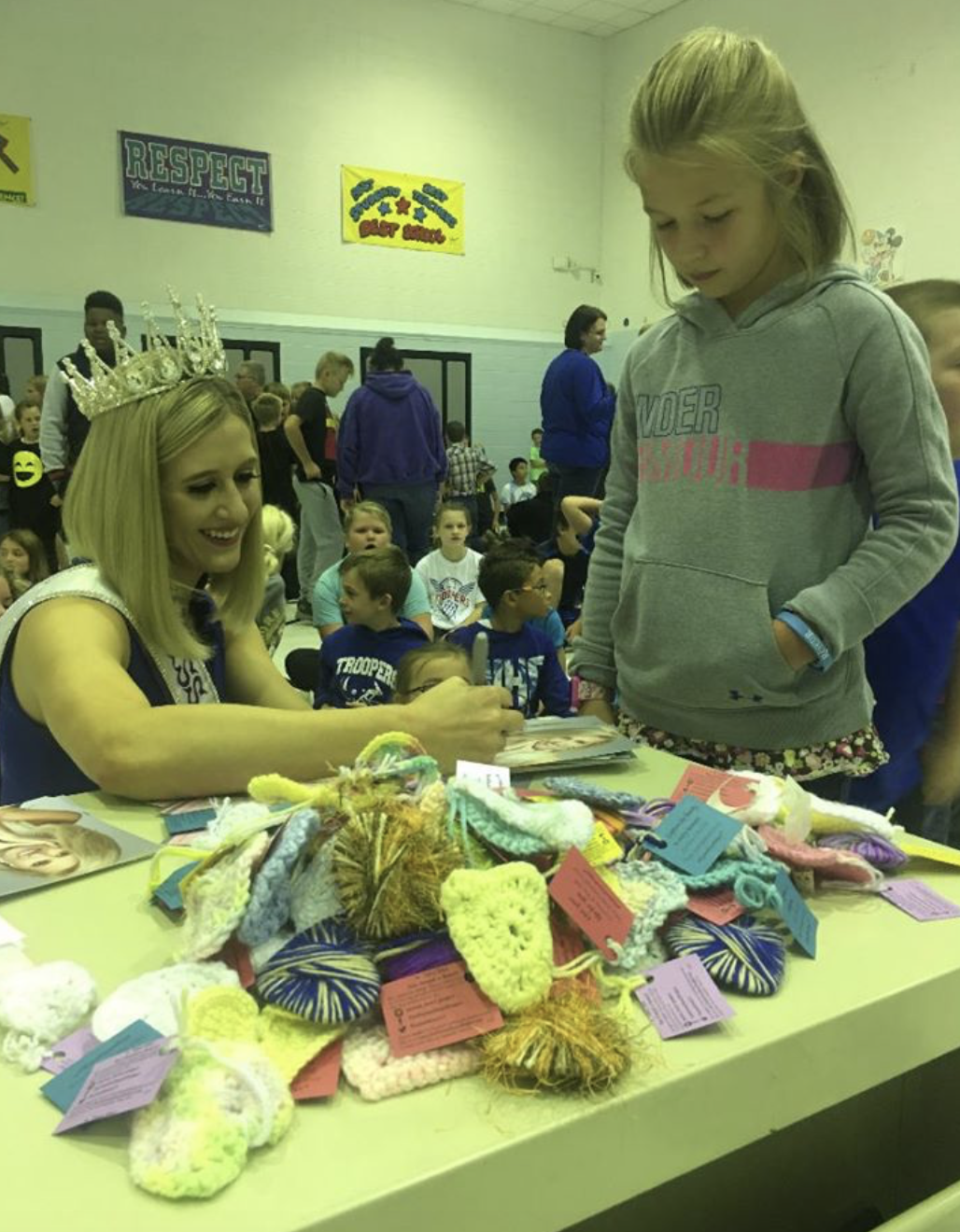 Presenting Hearts for Hope at Garrison Public School. I spoke to grades k-12 about The Peyton Heart Project and discussed suicide prevention, anti-bullying and mental health.